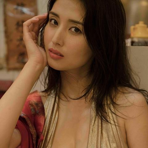 橋本マナミ『#びちょびちょ』からの先行カット&乳首透けてたグラビアなど
