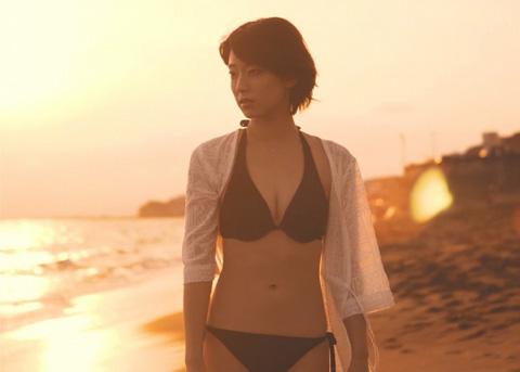 『秘湯ロマン』で注目の梨木まい SWEEPの新曲「if…」ミュージックビデオに登場