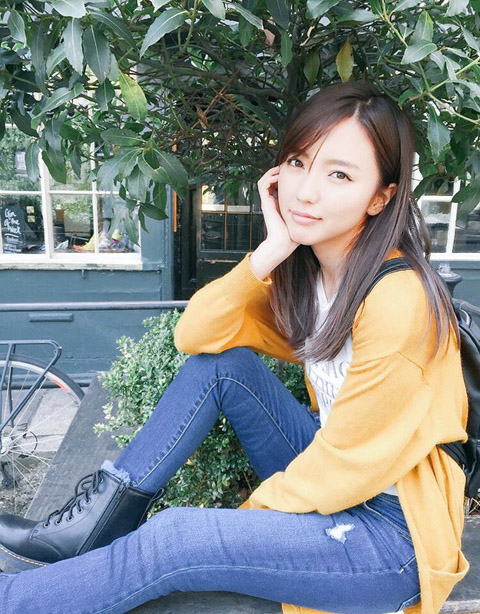 元ハロプロ真野恵里菜 最新写真集でランジェリー&ノーブラおっぱい初解禁!