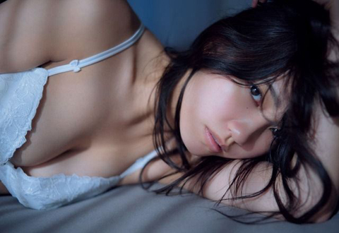 AKB48加藤玲奈 初写真集は女の子のエロ本、大胆ショット解禁で陰毛まで晒してしまうw
