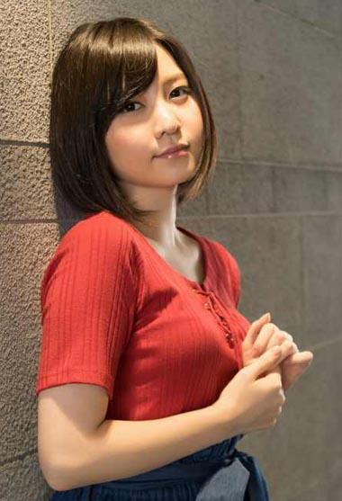 ストーカー被害でAKB卒業した岩田華怜さん ムチムチ美白ボディ唯一の水着グラビア