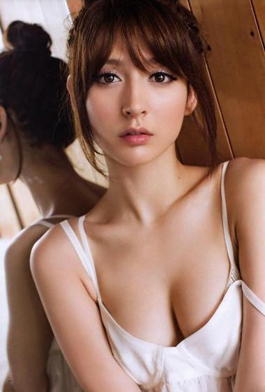 リア・ディゾン【懐かしのグラドル】日本向けのロリ系清純路線の限界手ブラ編