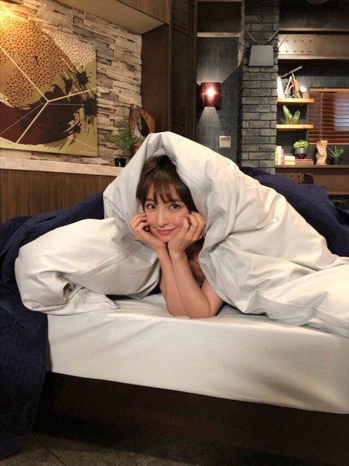 篠田麻里子『後妻業』オフショットにファン「それ反則」